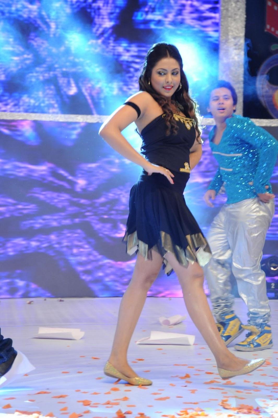 Madhu Shalini Hot Dance Performance