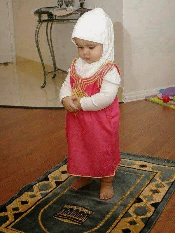 Foto bayi cantik shalat