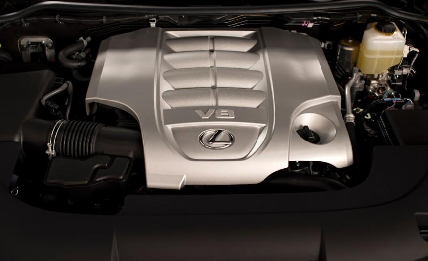 Sức mạnh của xe được trang bị từ khối động cơ V8 công suất 383 mã lực, vác trên là trọng lượng cực kỳ nặng, nhưng mức tiêu hao nhiên liệu cực kỳ lý tưởng