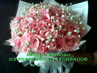 fourhand bunga tangan segar mawar pink model bulat