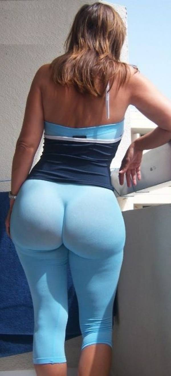Woman With Huge Ass 106