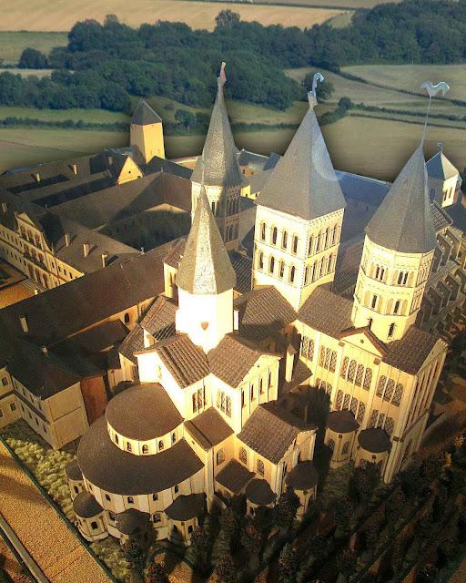 Maquete da antiga abadia, no Museu em Cluny, França.