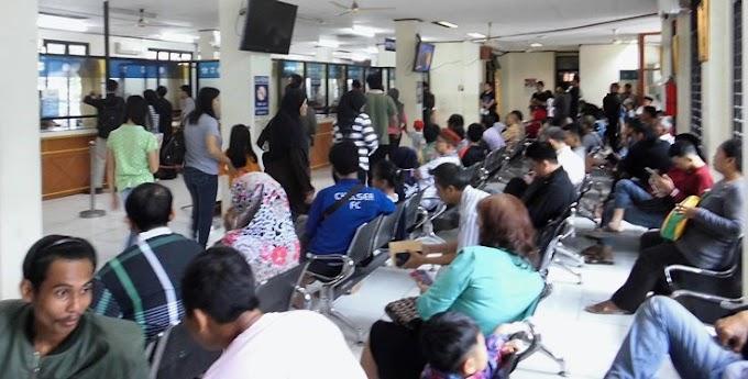 Biro Jasa Tanpa Tanda Pengenal Ramai Kunjungi Samsat Serpong