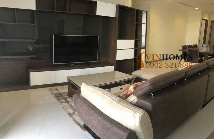 Cho thuê căn hộ Vinhomes 4 phòng ngủ Landmark 1 - tivi và sofa