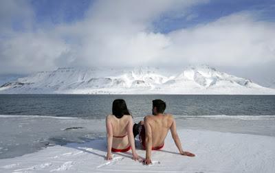 berenang di cuaca ekstrem di svalbard