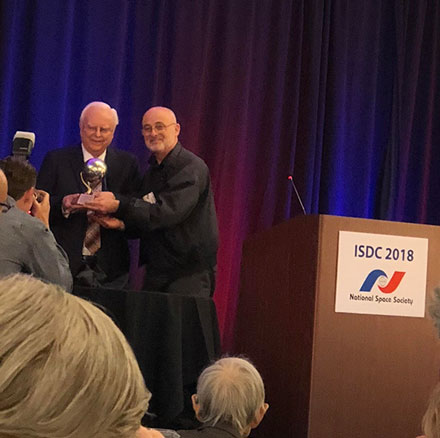 Dr. Frank Drake receives award from sci-fi author David Brin at ISDC 2018