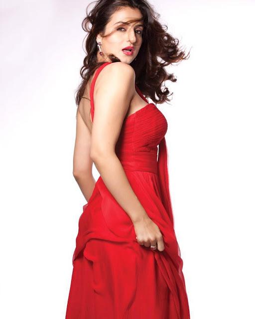 ameesha patel Sexy Photos