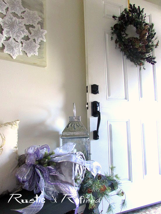 Small entry but big decor style