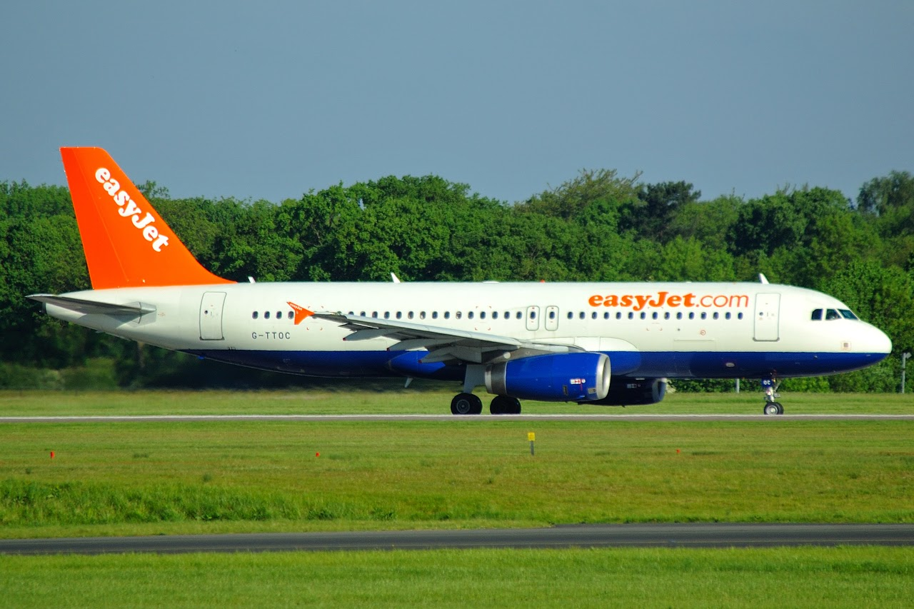 Small Pla Airlines Ly Spa Aircraft At Amsterdam Schiphol
