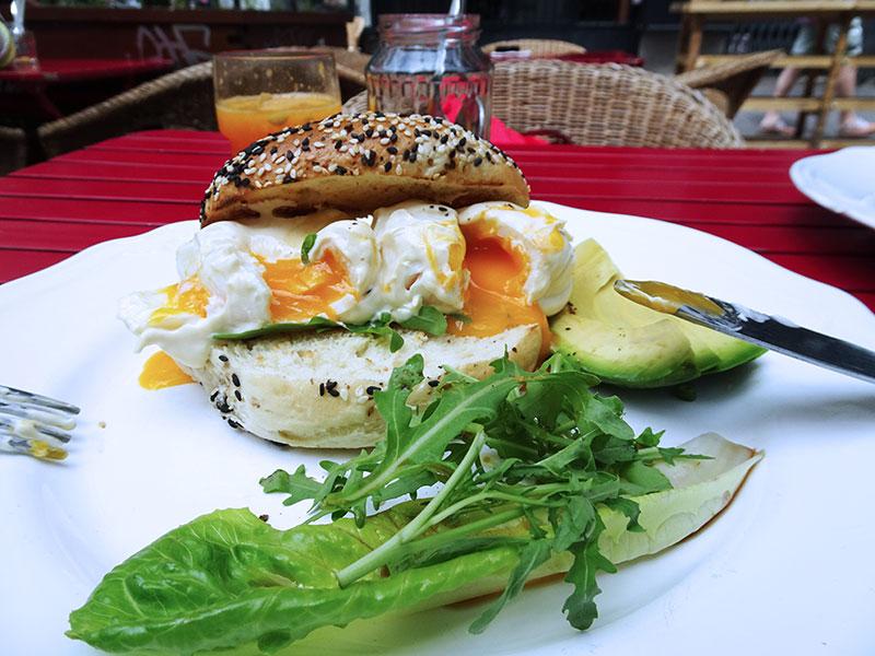 Budapest_Foodie_Gozsdu_Konyha_Eggs_Avocado_Bagel