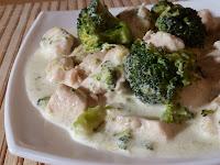 Pui cu broccoli in sos alb