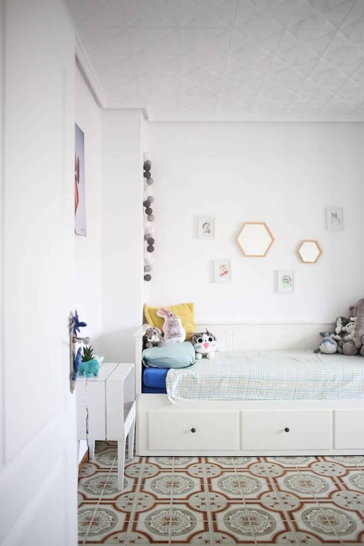 dormitorio infantil con cama hemnes