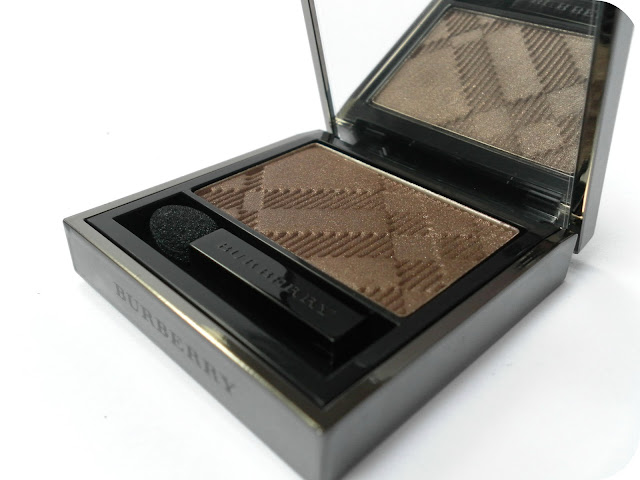 A picture of Burberry Sheer Eye Shadow in Midnight Brown