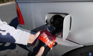 Δείτε τι μπορεί να συμβεί αν γεμίζεις το ντεπόζιτο με coca cola [video]