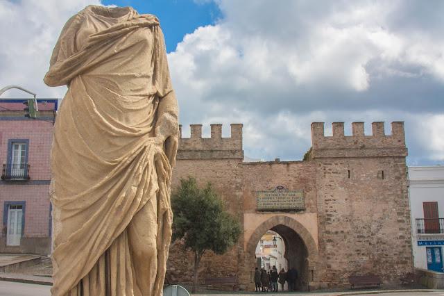 Puerta de Jerez, em Tarifa, na Espanha, o berço da Andaluzia