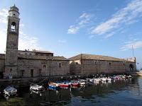 Italia. Italy. Italie. Veneto. Lazise. Lago di Garda. Iglesia de san Nicolo. Dogana. Puerto pesquero