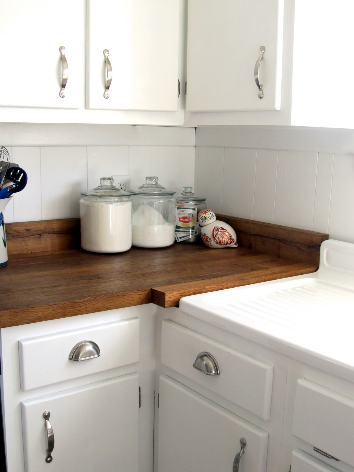 Keeping It Cozy: A Farmhouse Sink on Farmhouse Countertops  id=52740