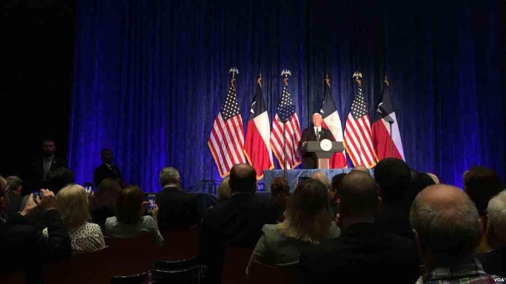 Vicepresidente Micke Pence realizó un informe sobre el caso venezolano en Houston / VOA