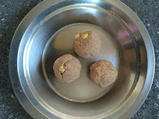 Sorghum (Jowar) Porivilangaai Laddu