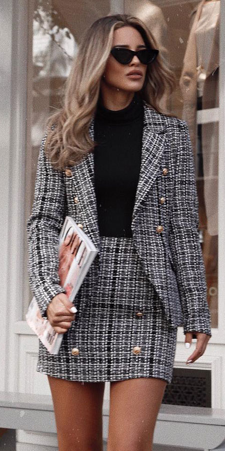 Black and white fitted military button blazer, mini skirt, Longsleeve bodysuit | Casual blazer outfits are arguably the best work outfits. Find the best work blazer with these 25 womens blazer outfit ideas. Best blazer styles and blazer fashion via higiggle.com #blazer #workoutfits #fashion #style