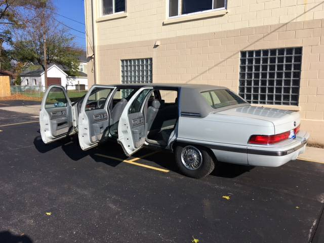 daily turismo limo or lmao 1992 buick roadmaster limo. Black Bedroom Furniture Sets. Home Design Ideas