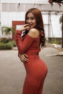 Pamela Safitri  bintang 9 dangdut koplo 9 besar dangdut academy 2