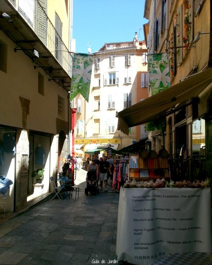 Vaporizadores en las calles de Grasse