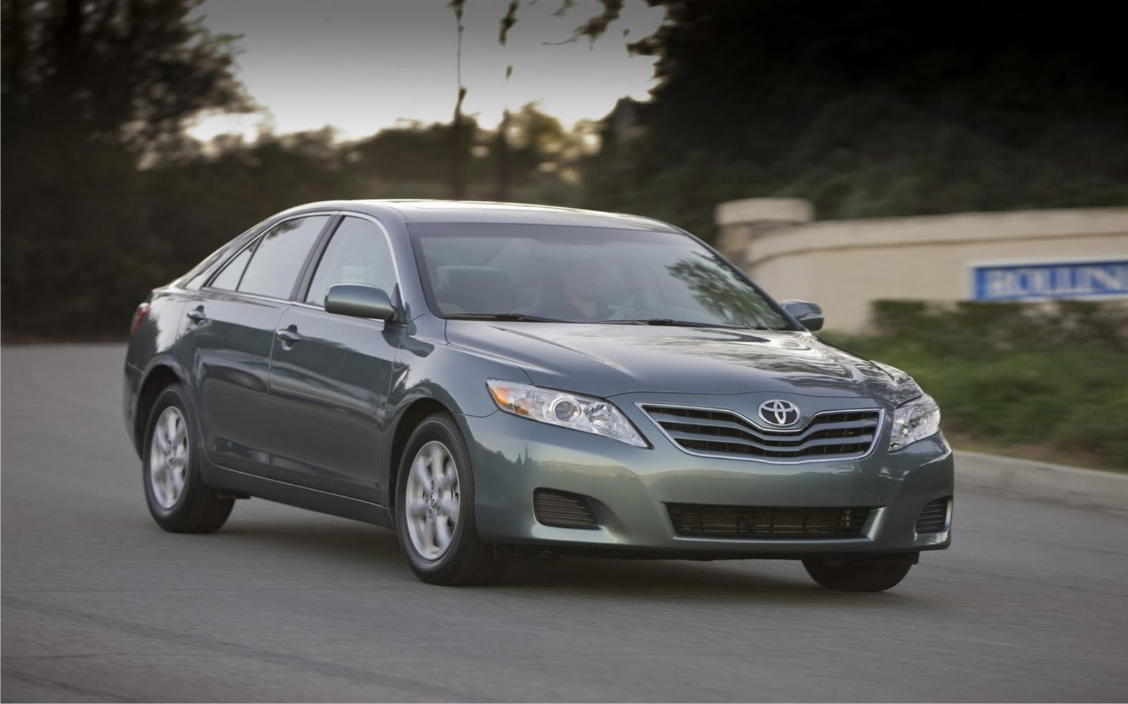 2011 toyota camry se xle with v6 review car sale report review. Black Bedroom Furniture Sets. Home Design Ideas