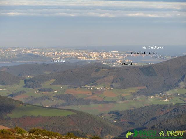 Vista desde El Pozo de la Nieve hacia Castropol