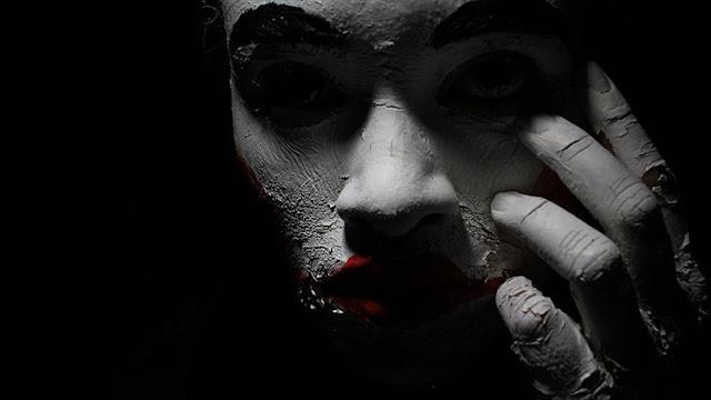 ¿Obra de Satán?: La foto de la ficha policial de una mujer con ojos 'diabólicos' se hace viral