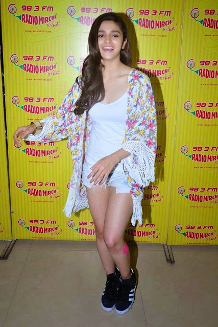 Alia-Bhatt-in-micro-shorts