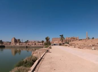 lago vicino al tempio di karnak