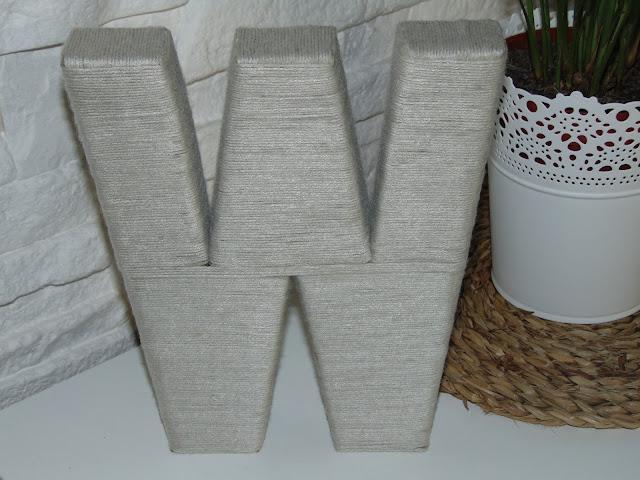 dekoracyjna literka z kartonu