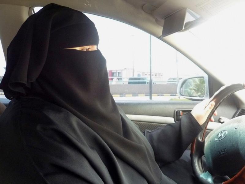 Mulher saudita a conduzir