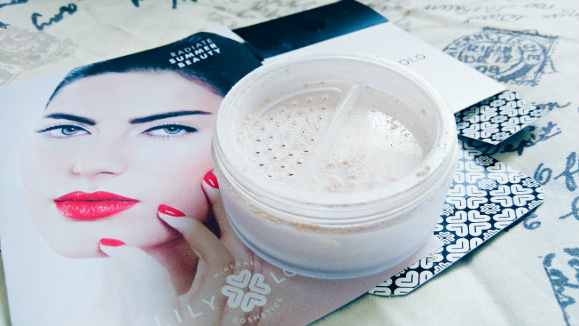 Lily Lolo Finishing Powder in Translucent Silk