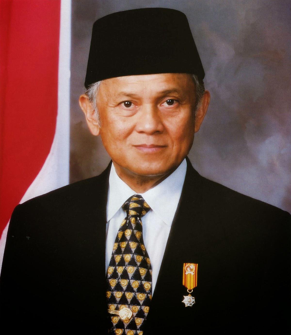 Biografi Singkat B J Habibie Menjadi Lebih Baik