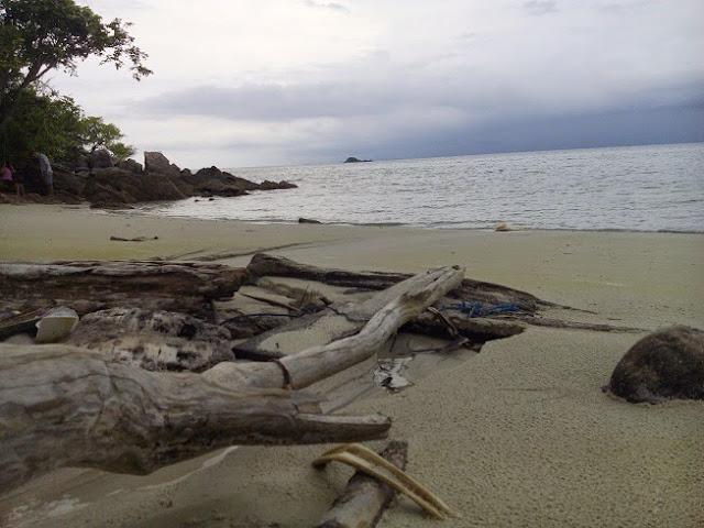 Pantai pancuran mburi