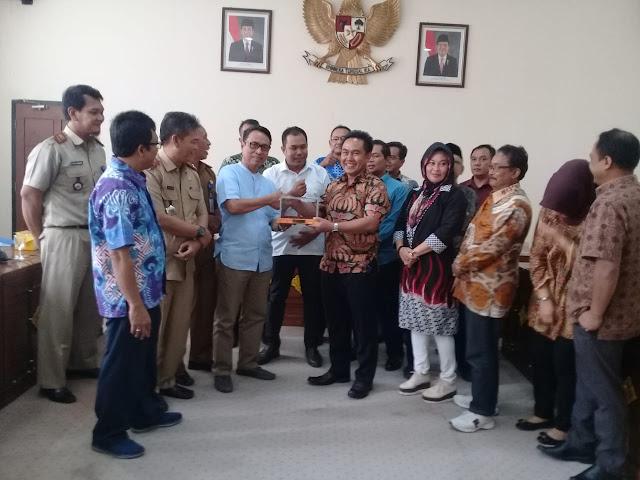 Anggota DPRD Sumedang Kunjungi DPRD OI