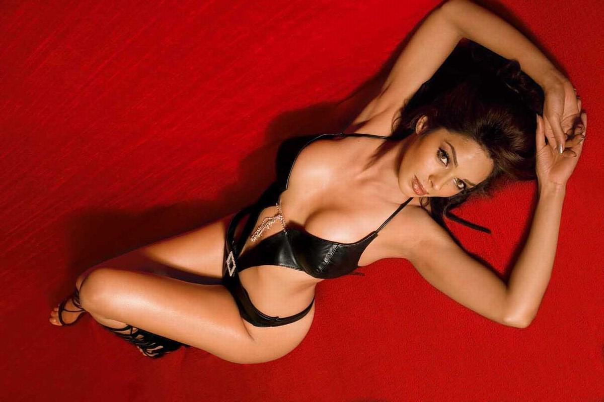 Mallika sherawat bikini images and hot!