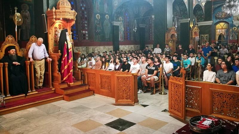 Αλεξανδρούπολη: Πλήθος μαθητών στη βραδινή Θεία Λειτουργία για τους υποψηφίους των Πανελλαδικών εξετάσεων