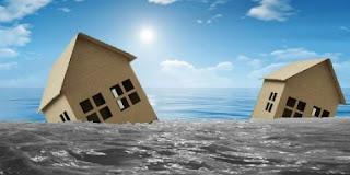akibat banjir bandang tersebut sebanyak 3 rumah warga rusak berat dan ratusan rumah lainnya terendam lumpur