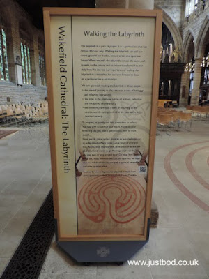 Wakefield Cathedral guide to the labyrinth