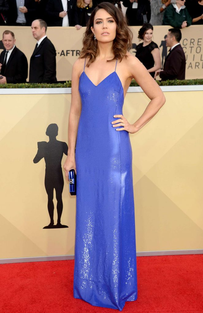 Mandy Moore flaunts alluring figure at the 2018 SAG Awards