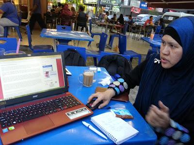 Puan Siti Mardiah guru blog dan SEO