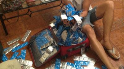 La maleta de los tropecientosmil condones de Almond