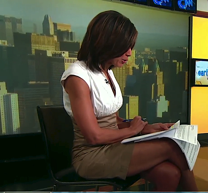 Zoraida Sambolin Legs On CNN Early Start #ShareEverything