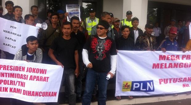 Warga Terdampak PLTA Mega Proyek Upper Cisokan Gruduk DPRD Jabar