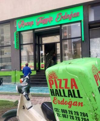 In Albania dedicano una pizzeria al presidente della Turchia  Erdogan