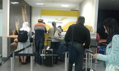 Balcão da Passaredo no Aeroporto Internacional de Guarulhos