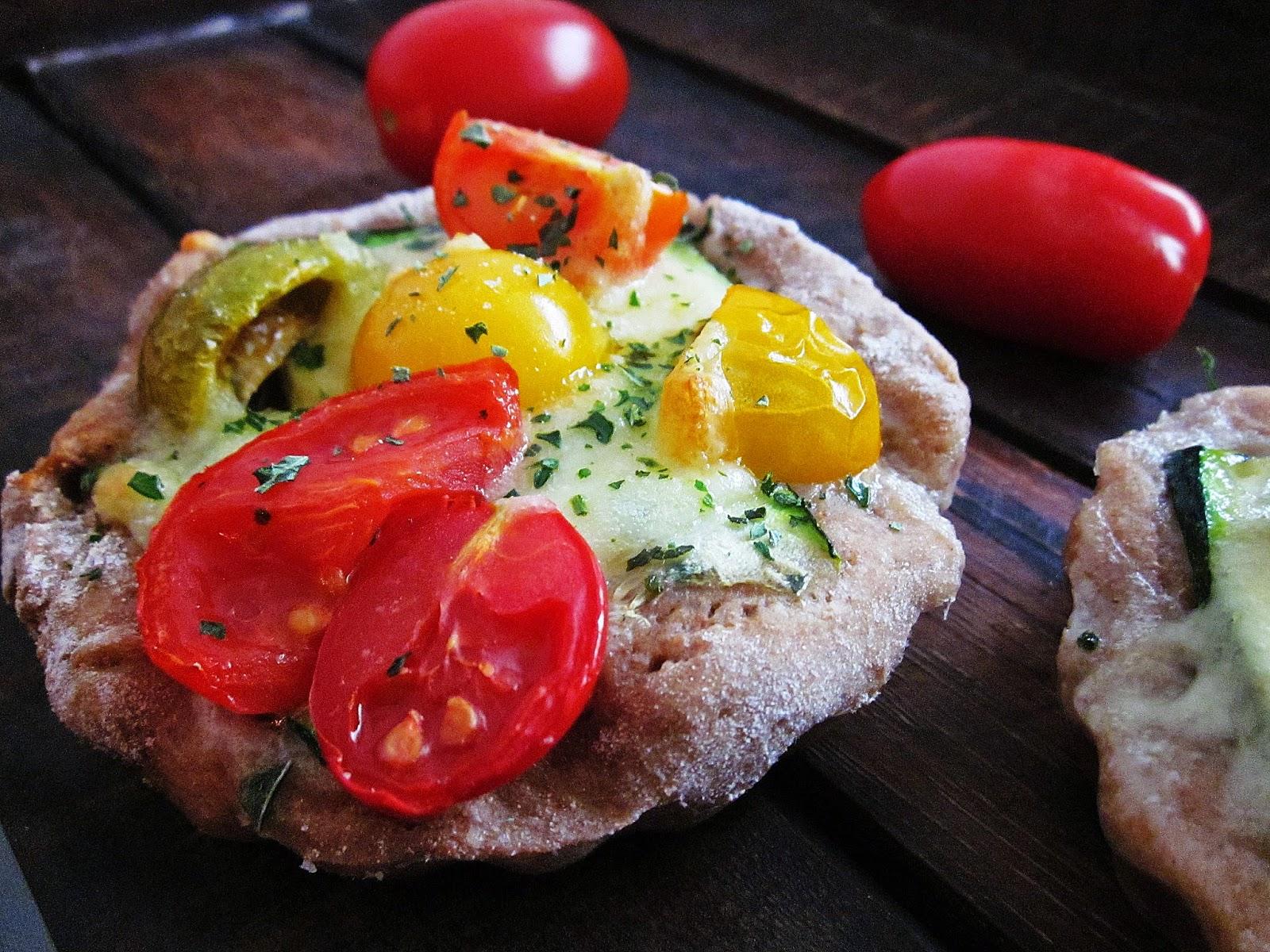 Kleine Pizza mit Gemüse